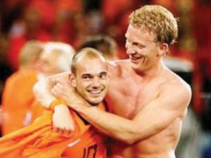 Sneijder&Kuyt gecelere aktı