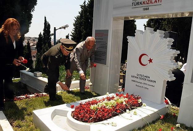 Kara Fatmaya 59 yıl sonra anıt mezar