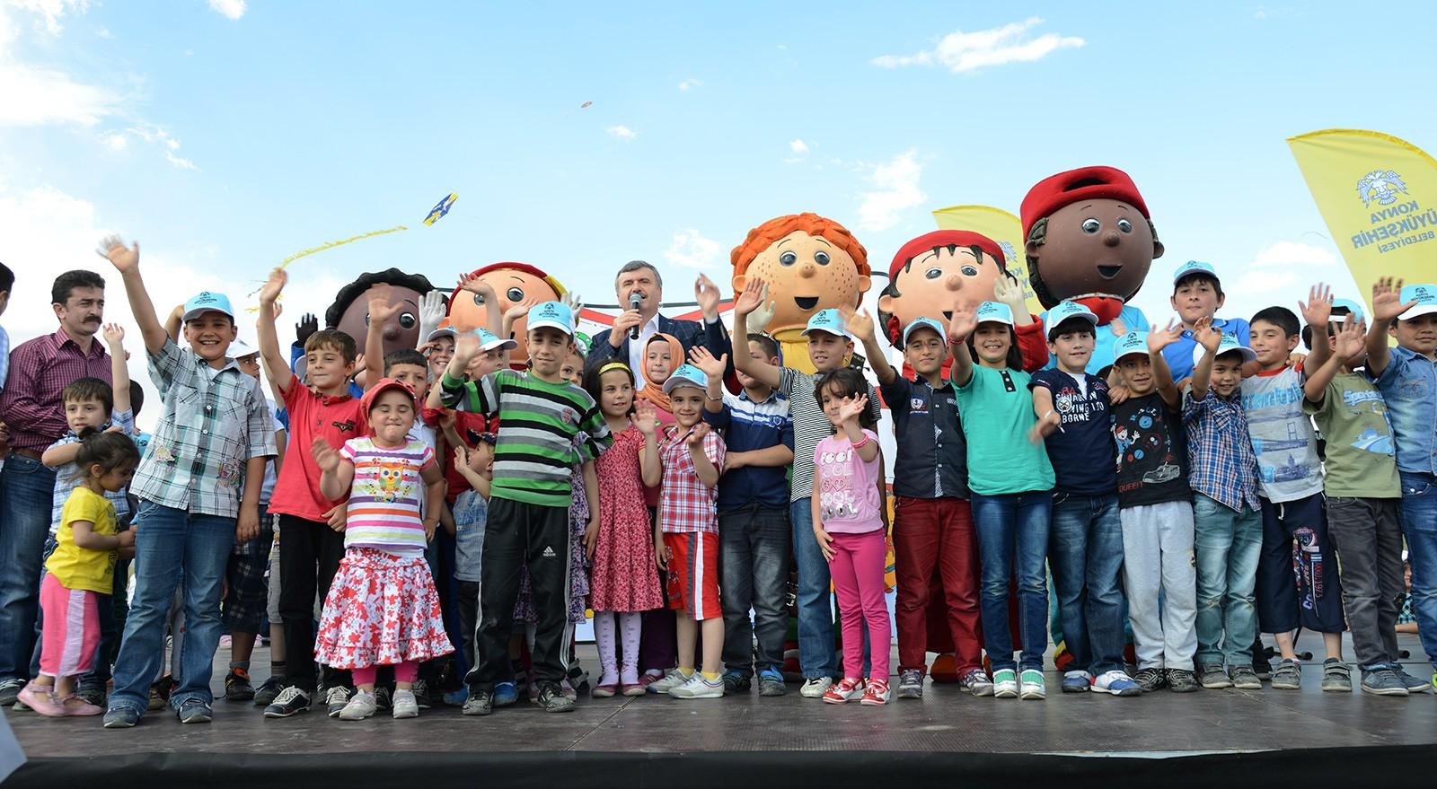 Başkan Akyürek,çocukların uçurtma sevincini paylaştı