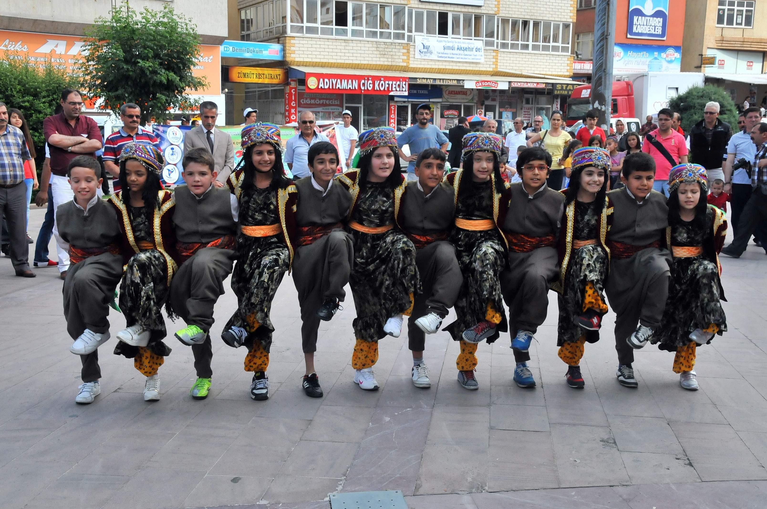 Akşehirde halk oyunları şampiyonası finali