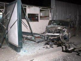 Otomobil kaldırımdaki yayaya çarptı: 1 ölü