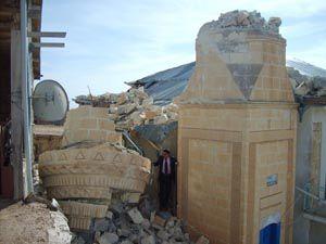 Rüzgar minareleri yıktı