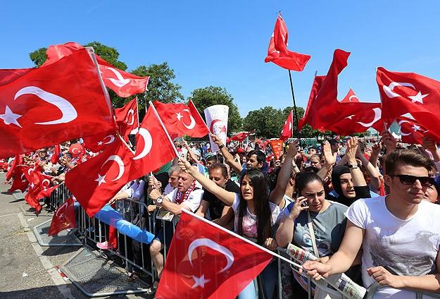 Viyana'da coşkulu kalabalık Erdoğan'ı bekliyor