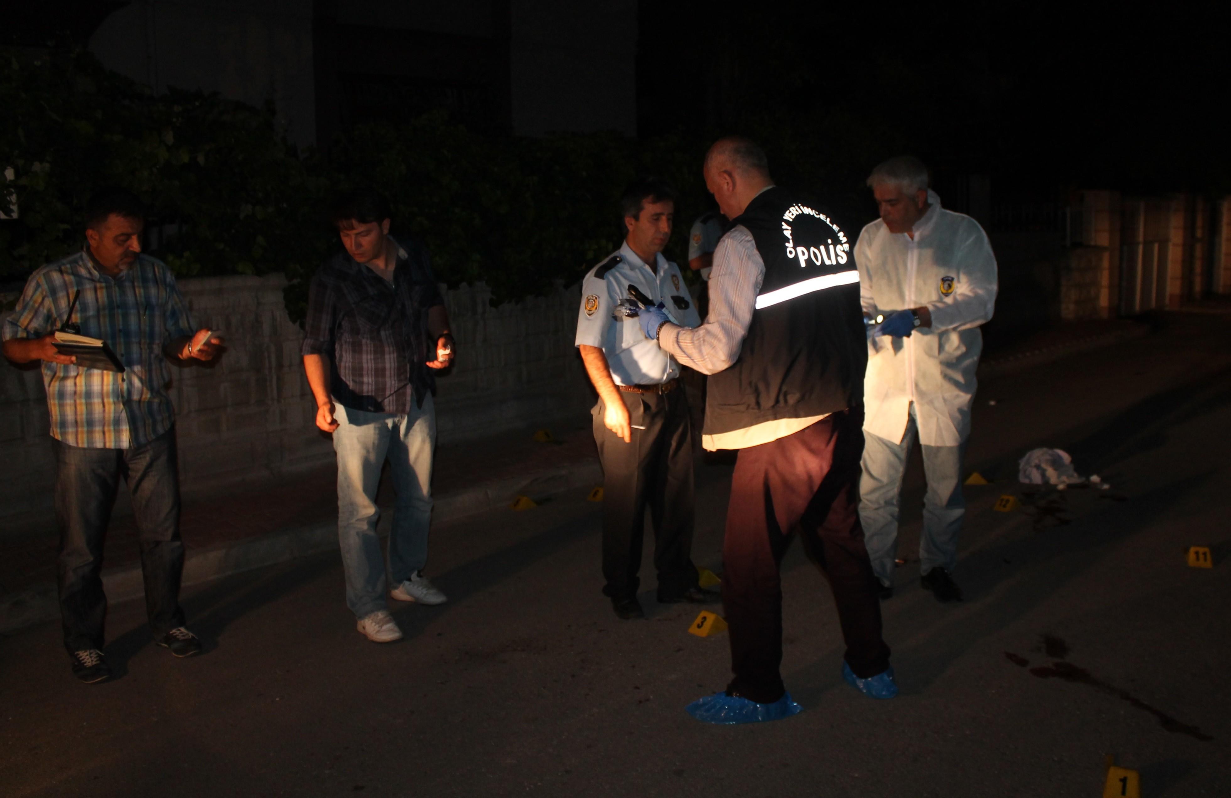 Sokak ortasında silahlı saldırıya uğrayan iki kardeş öldü