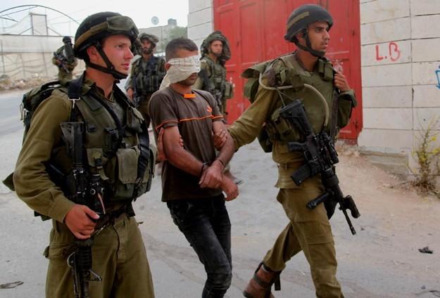 İsrail askerleri 529 Filistinliyi gözaltına aldı