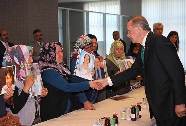 Erdoğan çocukları kaçırılan ailelerle görüştü