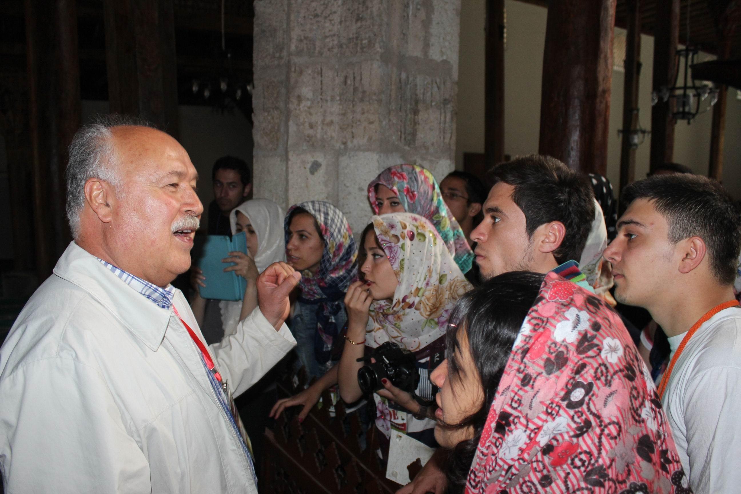 Tarihi Eşrefoğlu camisini ziyaret