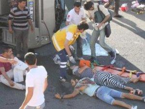 Öğrenciler etrafa saçıldı: 25 yaralı!