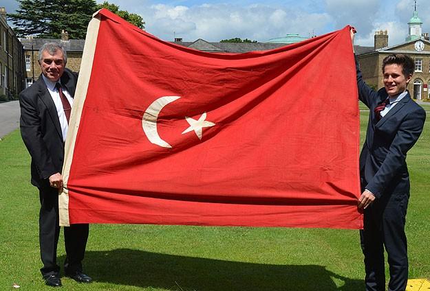 Osmanlı bayrağı Türkiyeye iade edildi