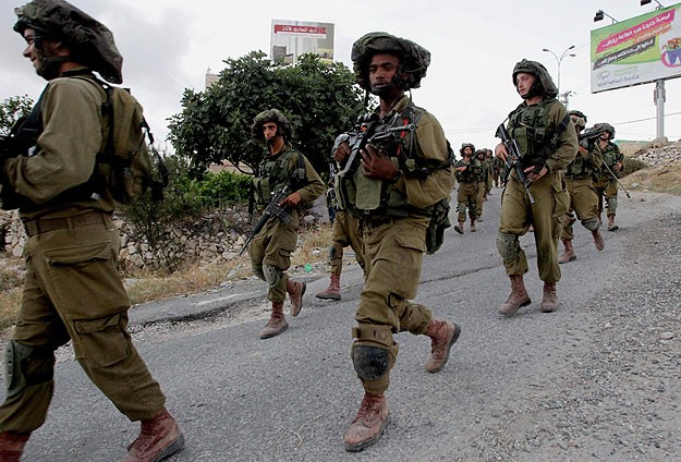 İsrail 10 Filistinliyi daha gözaltına aldı