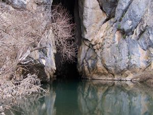 Derebucakta mağaralar temizleniyor