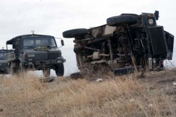 Askeri araç kaza yaptı : 13 yaralı