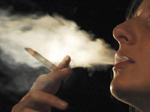 Açık havada da sigara içme yasağı geliyor!