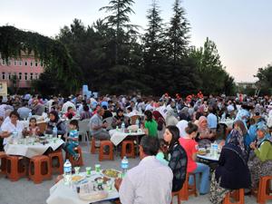 Akşehir Belediyesi'nden Adsızlar'da iftar
