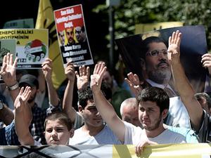 Mısırdaki darbeyi protesto ettiler