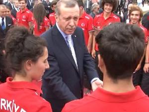 Erdoğan futbolcudan dövmesini silmesini istedi