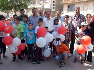 Başkan akkaya çocuklara hediye dağıttı
