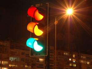 Kırmızı ışığı 3 kez ihlal ehliyeti kaybettirecek