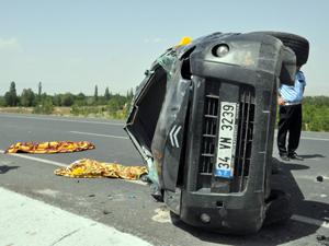 Otomobil devrildi: 3 çocuk öldü!