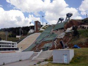 Erzurumdaki kayak pistleri çöktü