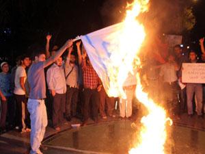 Konyada İsrail bayrağı yakıldı