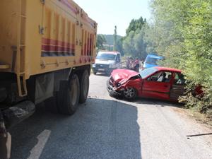 Feci kazada araç hurdaya döndü