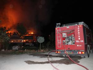 Alabalık lokantası alev alev yandı