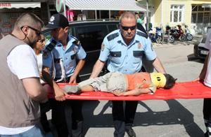 Yaralı çocuk iğneden korkup ağladı