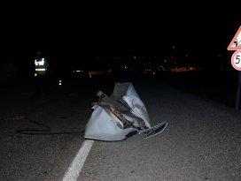 Otomobil traktöre çarptı: 1 ölü, 5 yaralı