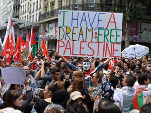 Avrupada liderlere rağmen Filistinlilere destek