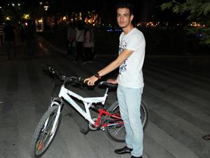 Çalınan bisikletini başkası sürerken buldu