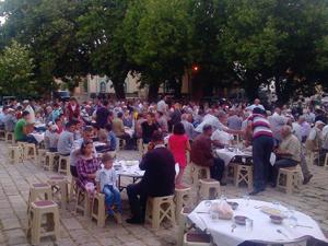 Akşehir'de iftar coşkusu sürüyor