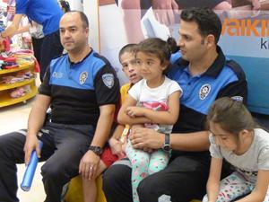 Polisten ihtiyaç sahibi çocuklara bayramlık