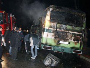 Akü otobüsü yaktı