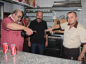 Pastane sahibinden İsrail'e kolalı protesto