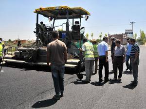 Başkan Akkaya asfalt çalışmalarını denetledi