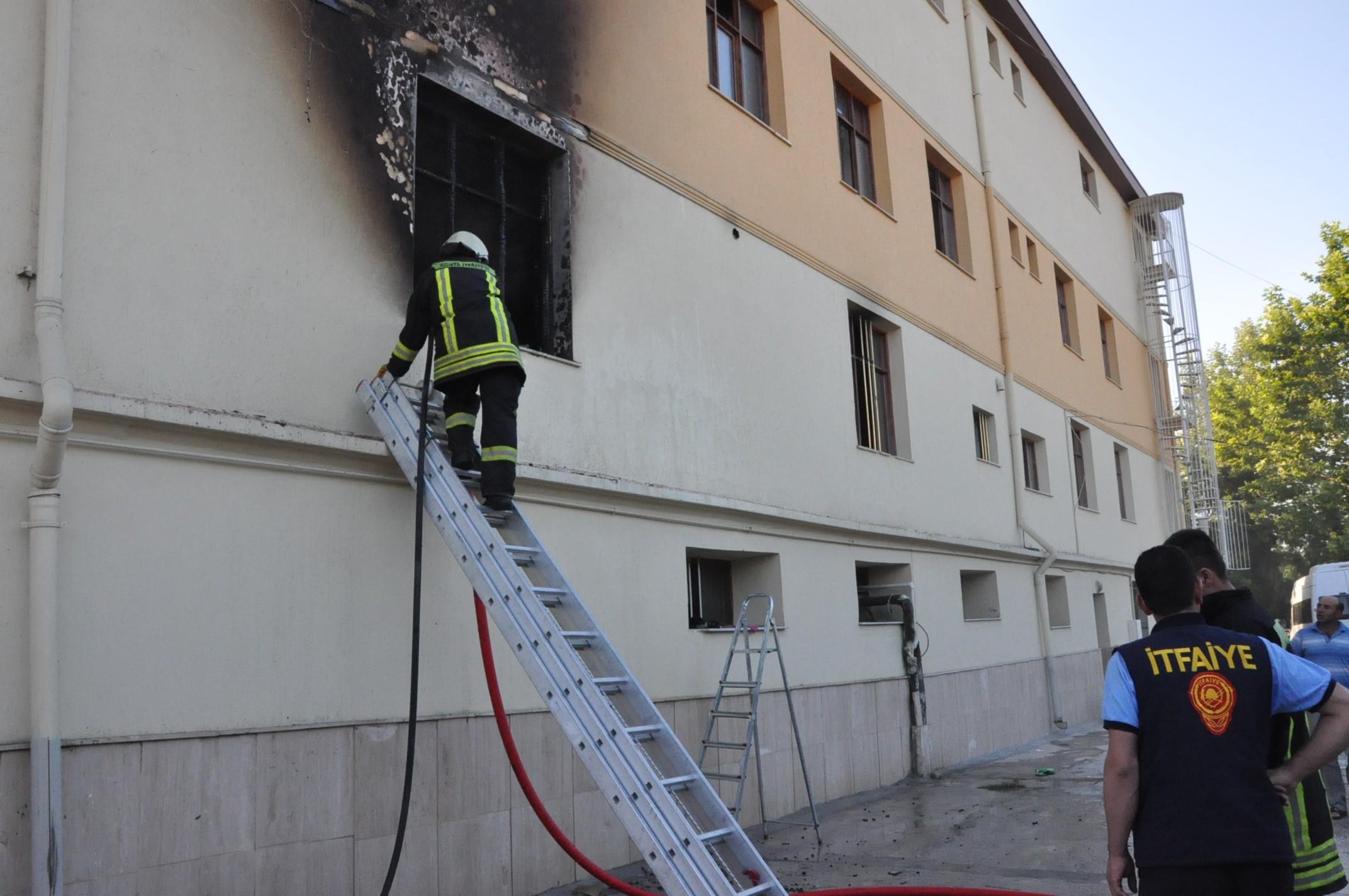 Konyada öğrenci yurdunda yangın paniği