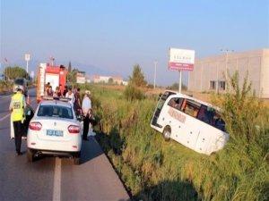 Otobüs şarampole devrildi: 50 yaralı