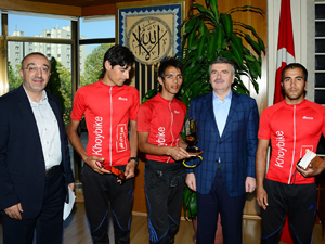 İranlı bisikletçiler Konyaya mesaj getirdi
