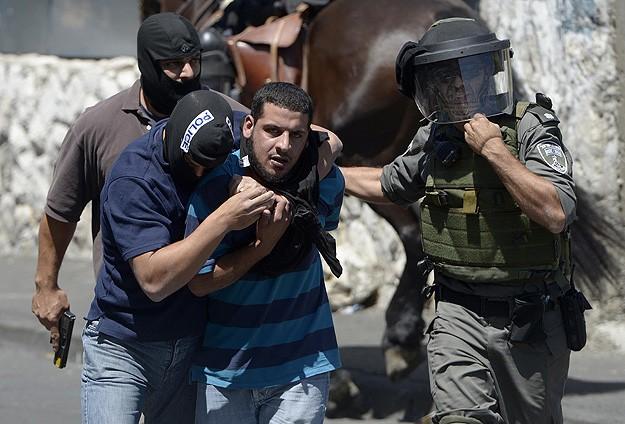 İsrailden bir haftada 239 Filistinliye gözaltı