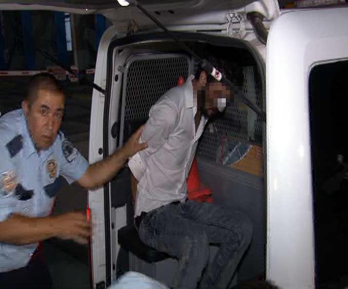 Tartıştığı polisi bıçakladı!