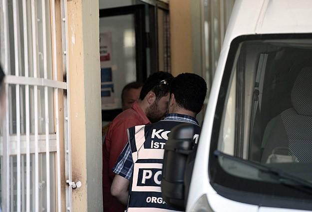 Paralel yapı soruşturmasında 1 polis teslim oldu