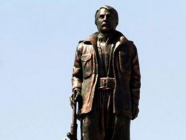 PKKlının heykeli yıkıldı