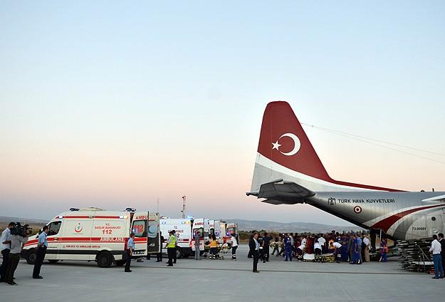 Yaralı Filistinliler uçakla Türkiyeye getiriliyor