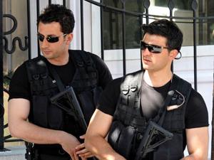 """Davutoğlu, """"Başbakan"""" gibi korunuyor"""