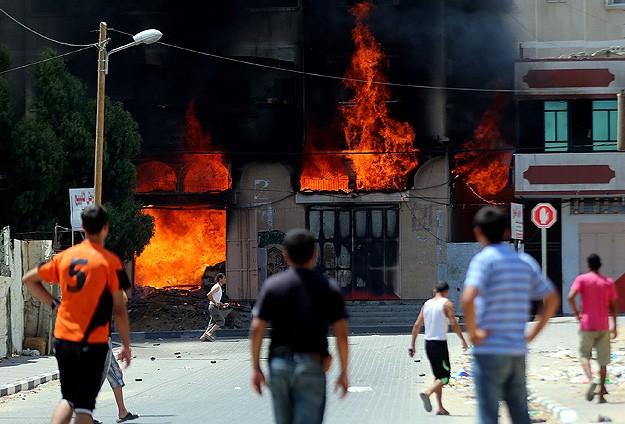İsrail sivil yerleşimleri vurmayı sürdürüyor