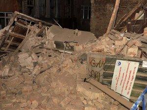 4 katlı bina çöktü!