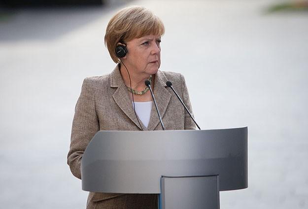 Merkel dinleme iddialarını yalanlamadı