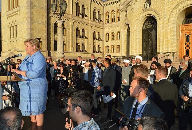 Norveç Başbakanı Hadis-i Şerif okudu