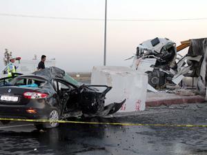 TIRla otomobil çarpıştı: 2 ölü, 3 yaralı